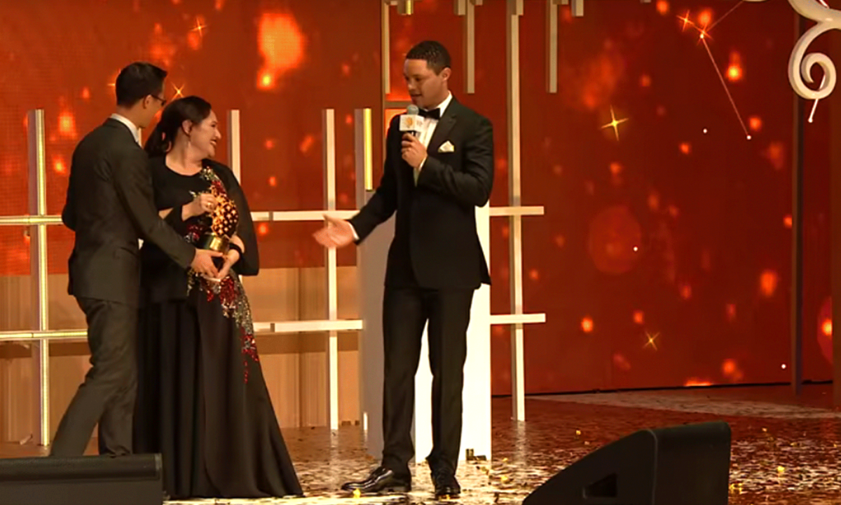 Andria Zafirakou from Alperton Community School in the UK won the 2018 Global Teacher Prize on stage mage-credit-The-Varkey-Foundation