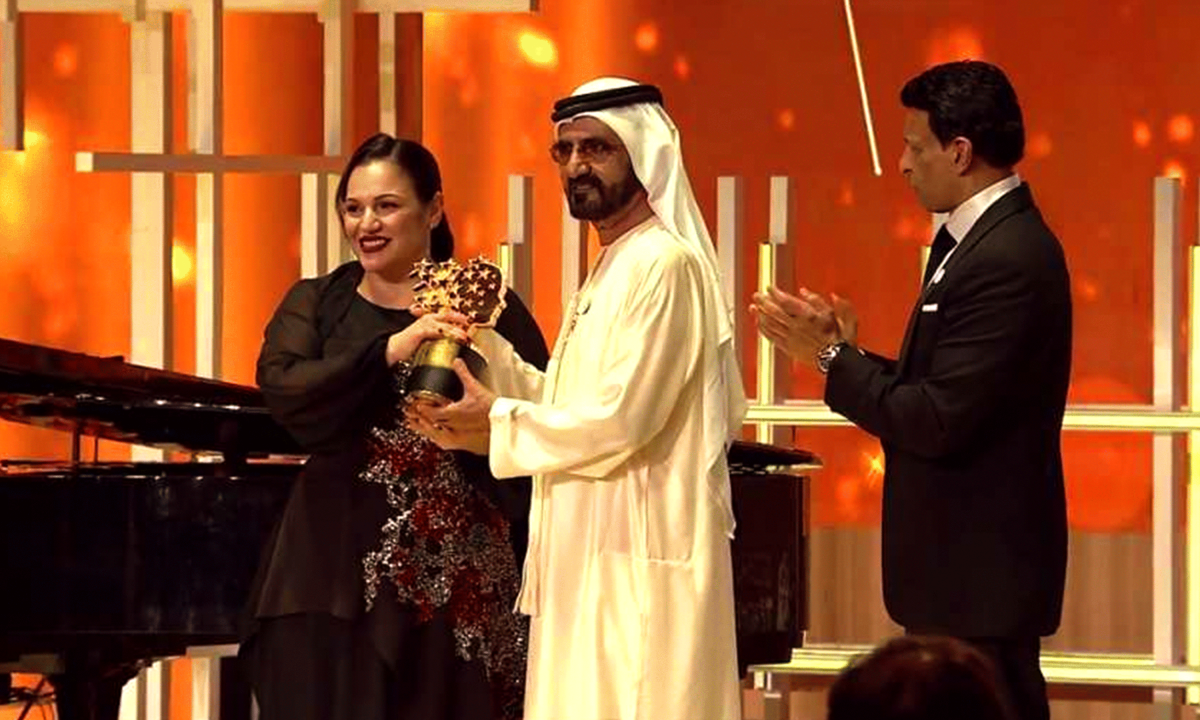 Andria Zafirakou from Alperton Community School in the UK won the 2018 Global Teacher Prize recieves award on stage mage-credit-The-Varkey-Foundation